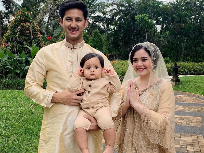https: img.okezone.com content 2020 04 24 196 2204507 potret-hangat-keluarga-tasya-kamila-sambut-ramadhan-2020-5aORLAme9e.jpg