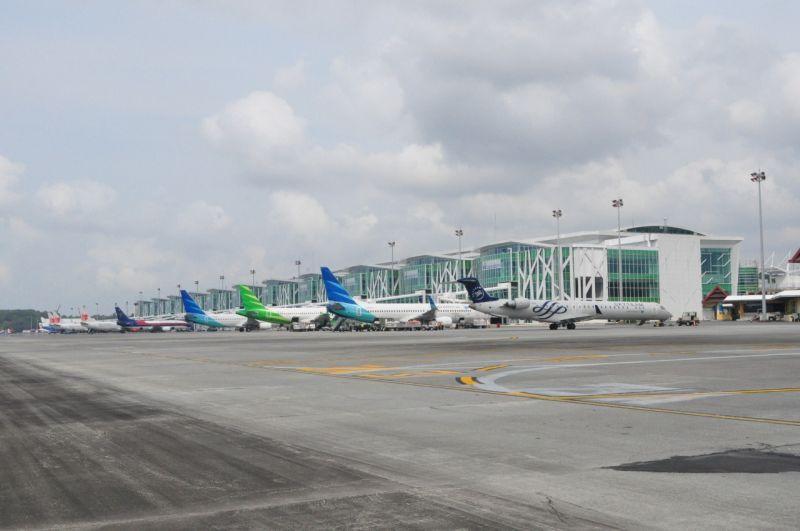 https: img.okezone.com content 2020 04 24 340 2204298 mulai-25-april-bandara-sepinggan-balikpapan-tidak-layani-penerbangan-penumpang-1KqwOA0a6I.jpg