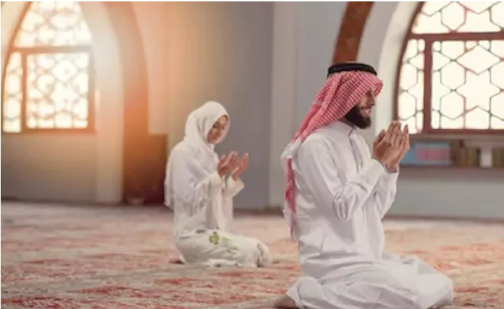https: img.okezone.com content 2020 04 24 616 2204314 bagaimana-mengatur-shaf-laki-laki-dan-perempuan-saat-sholat-tarawih-di-rumah-hcmBYw1vCV.jpg