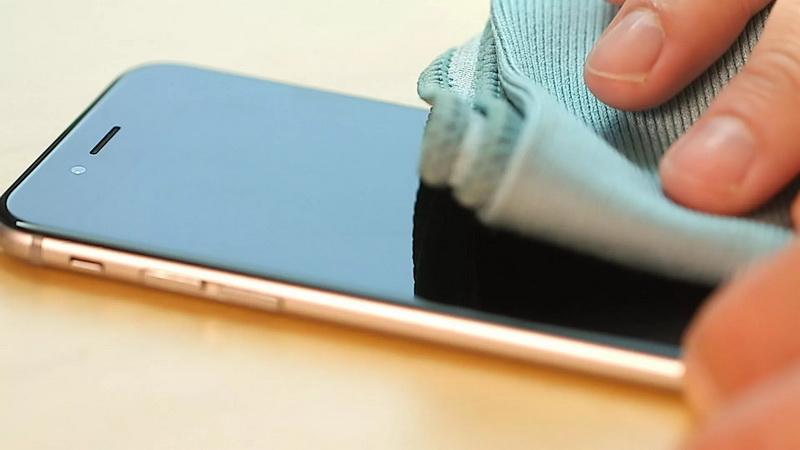 https: img.okezone.com content 2020 04 24 92 2204529 ini-cara-aman-bersihkan-ponsel-dengan-air-dan-sabun-0sXynZKYAk.jpg