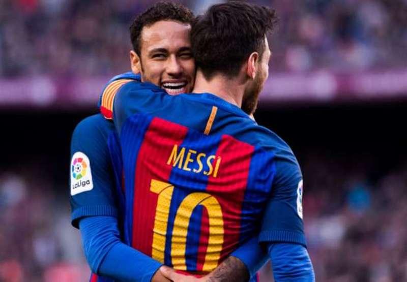 https: img.okezone.com content 2020 04 25 51 2204646 messi-lebih-ingin-barcelona-beli-neymar-ketimbang-lautaro-martinez-IFBpKANlbk.jpg