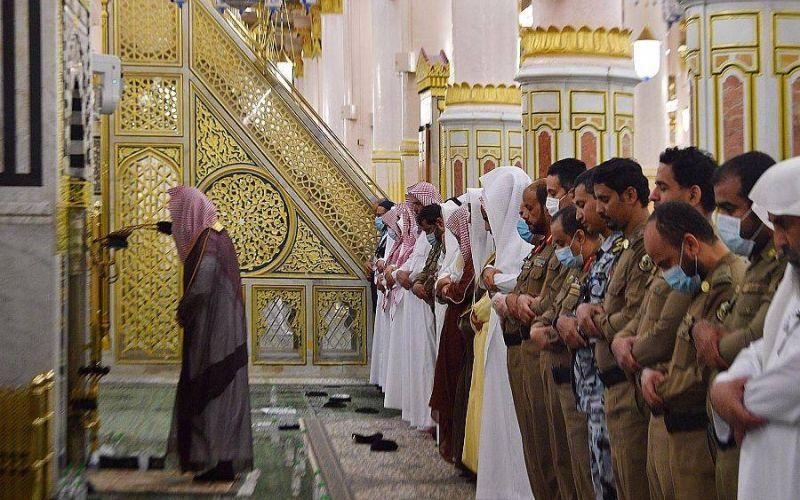 https: img.okezone.com content 2020 04 25 614 2204762 wabah-corona-intip-suasana-sholat-tarawih-di-masjidil-haram-dan-masjid-nabawi-aPlKs5Kf9R.jpg
