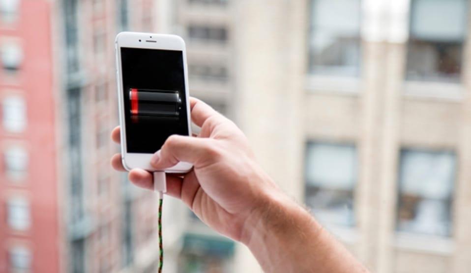 https: img.okezone.com content 2020 04 25 92 2204748 cara-menjaga-baterai-smartphone-agar-tidak-cepat-rusak-jUNcrXYoEW.jpeg
