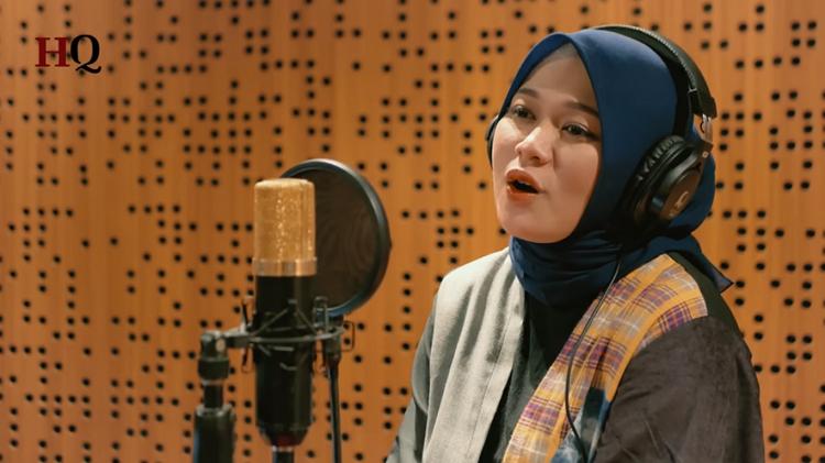 https: img.okezone.com content 2020 04 26 205 2205154 masuki-ramadan-lagu-lagu-religi-tembus-top-10-billboard-indonesia-hot-100-9XsOBtoAGA.jpg