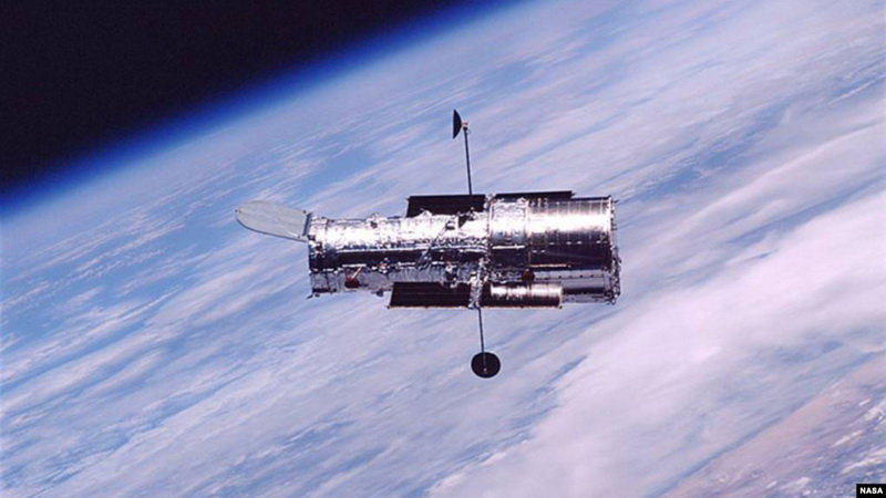 https: img.okezone.com content 2020 04 26 56 2205034 teleskop-luar-angkasa-hubble-beroperasi-selama-30-tahun-E8svLcskqz.jpg