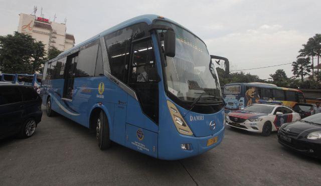 https: img.okezone.com content 2020 04 27 320 2205395 bus-bandara-soetta-disetop-pendapatan-damri-anjlok-90-ZaG0yfCnvm.jpg
