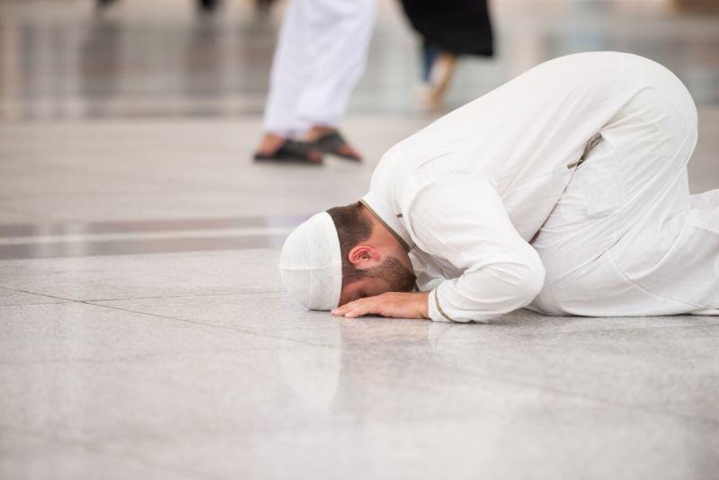 https: img.okezone.com content 2020 04 27 330 2205375 puasa-ramadhan-rukun-islam-ketiga-bagaimana-status-keislaman-orang-yang-meninggalkannya-xVMHKeW2xP.jpg