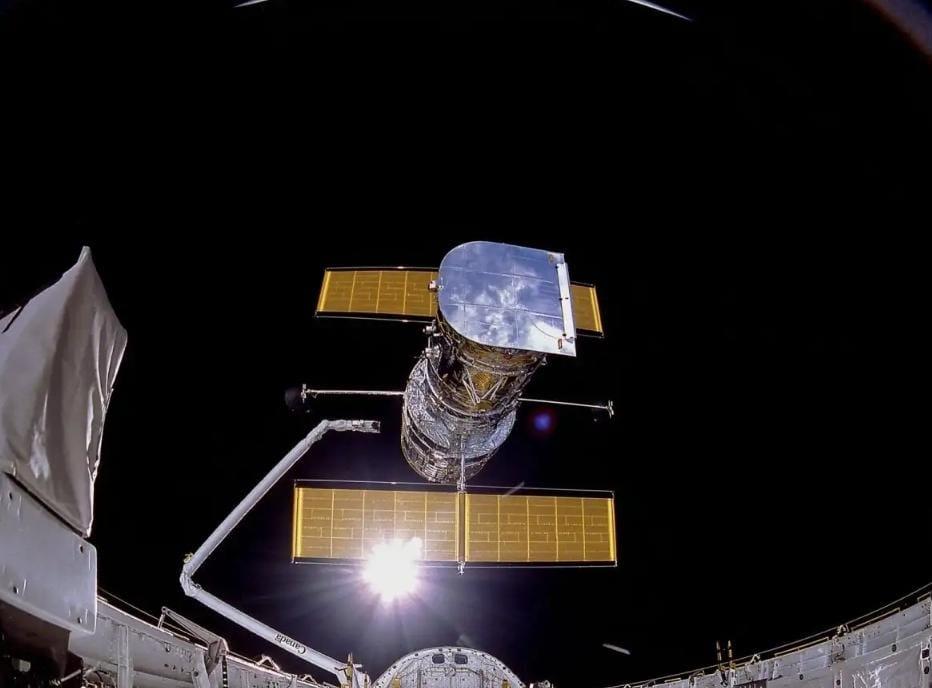 https: img.okezone.com content 2020 04 27 56 2205626 sejarah-teleskop-hubble-yang-meluncur-3-dekade-lalu-FIJmL6tCuV.jpeg