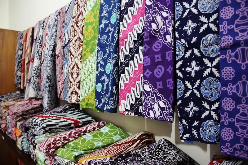 https: img.okezone.com content 2020 04 28 194 2206321 cara-menyimpan-kain-batik-di-lemari-agar-awet-mudak-kok-AYKxhYnO1q.jpg