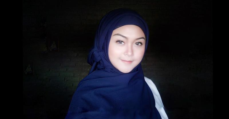 https: img.okezone.com content 2020 04 28 205 2206143 penyejuk-di-bulan-ramadan-2-lagu-wian-wianyta-adem-rasanya-whM50snYid.jpg