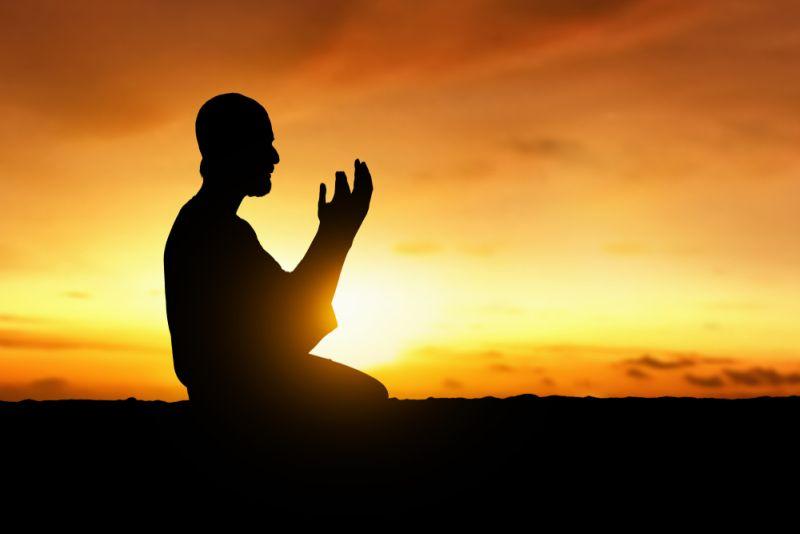 https: img.okezone.com content 2020 04 28 330 2205899 psbb-sesuai-syariat-wabah-corona-momen-muslim-berdoa-secara-syahdu-Zo9vgfXUrH.jpg