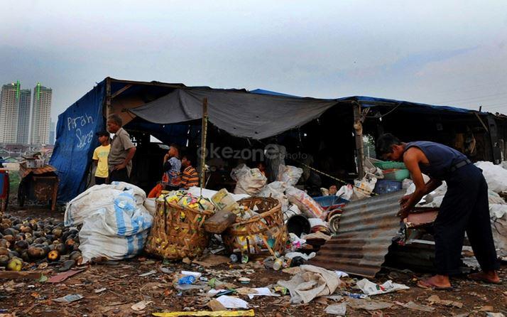 https: img.okezone.com content 2020 04 28 340 2206020 angka-kemiskinan-di-banten-diprediksi-meningkat-imbas-wabah-corona-wXm2ETZlJm.JPG