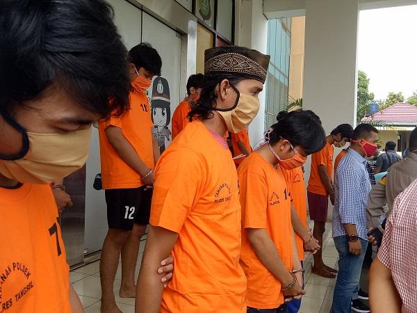https: img.okezone.com content 2020 04 29 338 2206770 3-aksi-tawuran-terjadi-di-tangsel-saat-pandemi-corona-2-orang-tewas-zN61ILjg1S.jpg
