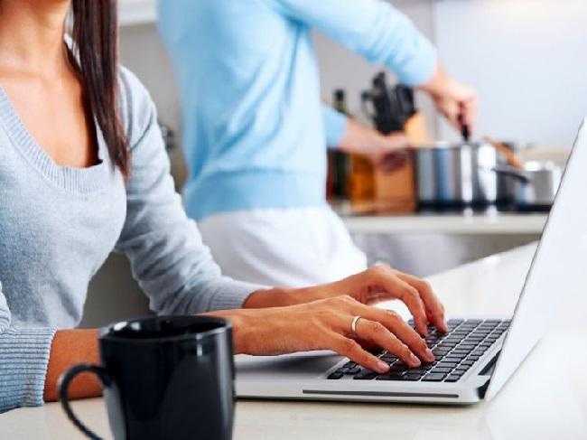 https: img.okezone.com content 2020 04 29 92 2206627 tips-agar-kuota-tidak-boros-saat-bekerja-di-rumah-iqBTYHbOji.jpg