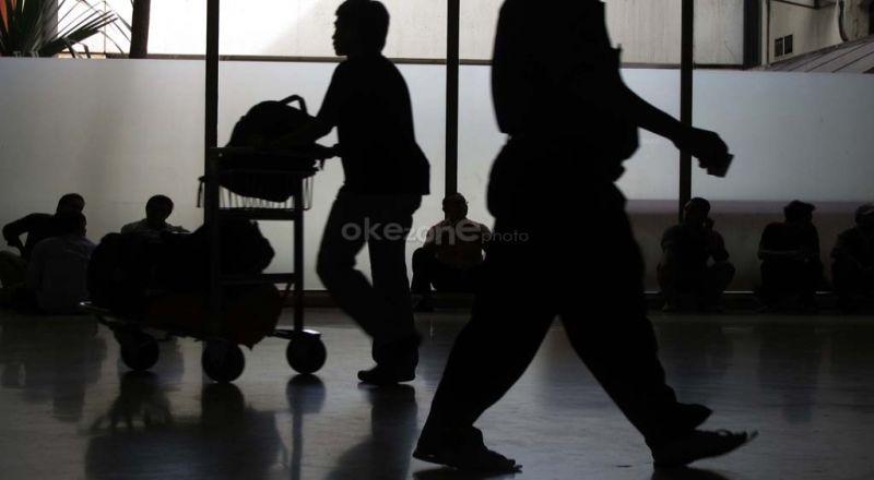 https: img.okezone.com content 2020 04 30 320 2207355 penurunan-wisatawan-asing-sudah-terdeteksi-sejak-februari-2020-UK5SB1Tda9.jpg