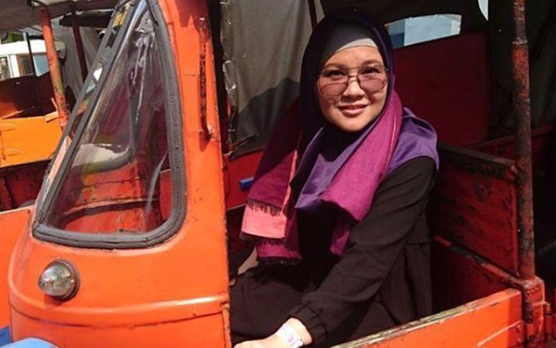 https: img.okezone.com content 2020 04 30 617 2207554 gaya-hijab-penyanyi-tere-mualaf-yang-kini-gencar-berdakwah-00DBHt8Zui.jpg