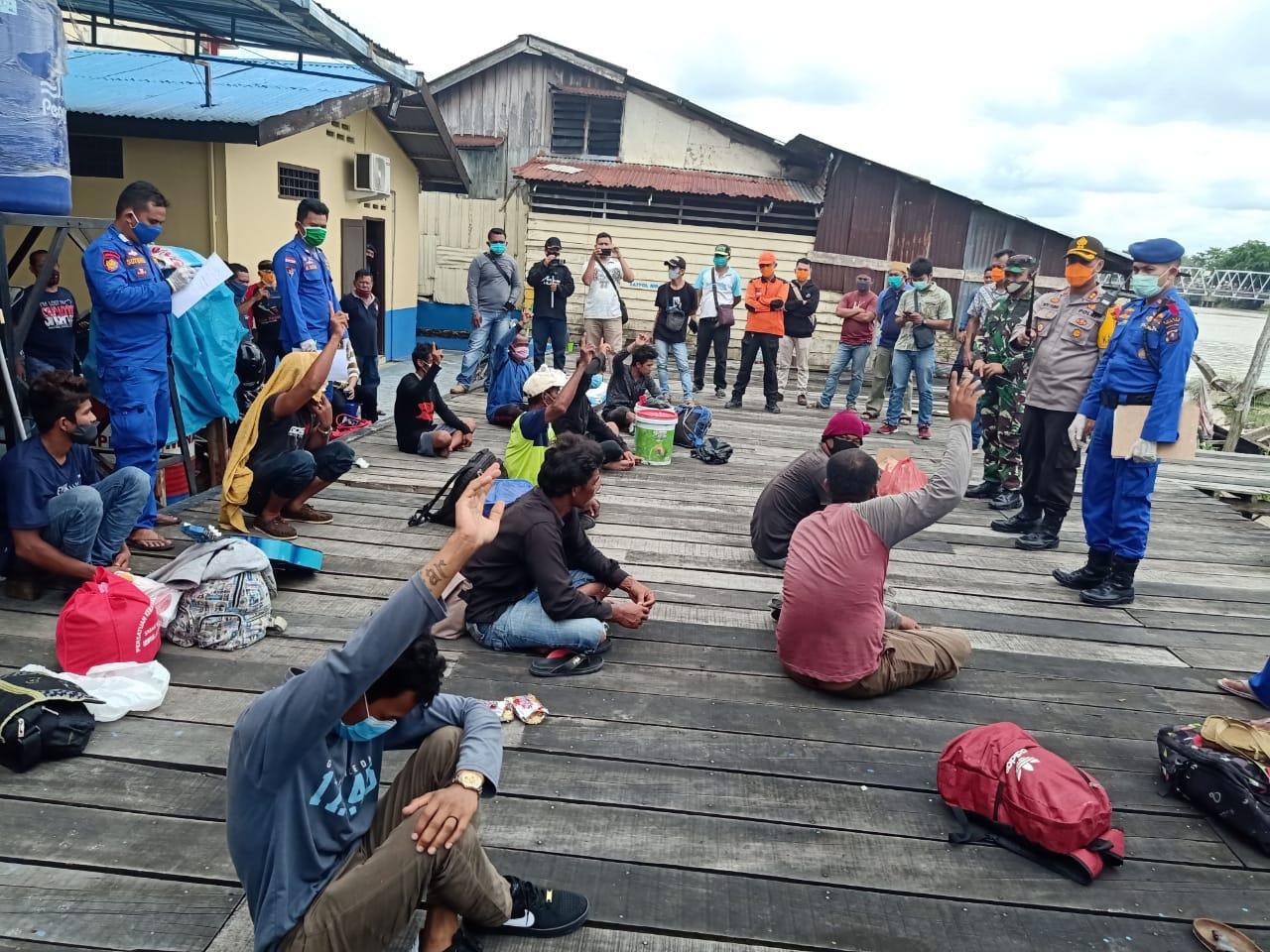https: img.okezone.com content 2020 05 01 608 2207936 pulang-dari-malaysia-13-pekerja-migran-ilegal-ditelantarkan-di-hutan-bakau-lMdDIqidtl.jpeg