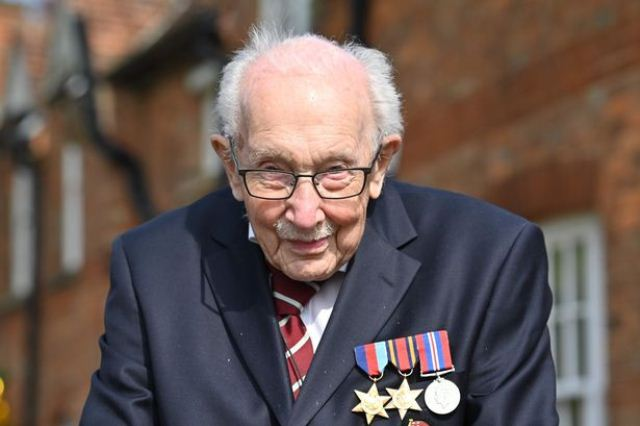 https: img.okezone.com content 2020 05 02 18 2208191 semangat-kapten-tom-pria-100-tahun-galang-sumbangan-untuk-tenaga-kesehatan-inggris-3RBxeSokFh.jpg