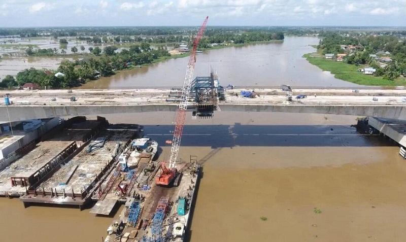 https: img.okezone.com content 2020 05 02 320 2208039 proyek-pembangunan-jembatan-ogan-di-ruas-tol-trans-sumatera-hampir-selesai-FiK8K90s6I.jpg