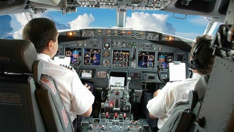 https: img.okezone.com content 2020 05 02 320 2208099 dampak-covid-19-pilot-tidak-terbang-selama-6-bulan-wajib-belajar-lagi-S6mzLMdNYF.jpg