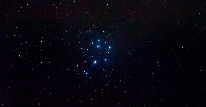 https: img.okezone.com content 2020 05 03 56 2208400 bintang-tsuraya-berjarak-444-tahun-cahaya-dari-bumi-jW4E0rUnYK.jpg