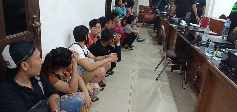 https: img.okezone.com content 2020 05 03 608 2208525 polisi-bongkar-praktik-prostitusi-online-di-tengah-pandemi-covid-19-81biRQ6udP.jpg