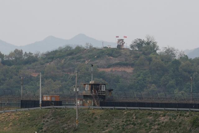 https: img.okezone.com content 2020 05 04 18 2208743 korea-utaran-dan-korea-selatan-kontak-senjata-di-perbatasan-GonPwtccA7.jpg