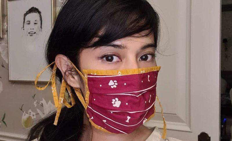 https: img.okezone.com content 2020 05 04 194 2208895 dipakai-dian-sastro-masker-kain-jadi-terlihat-keren-fxYN8DhNMv.jpg