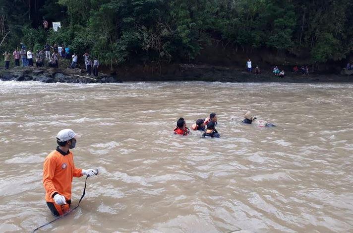 https: img.okezone.com content 2020 05 06 512 2210308 mbah-suraman-tewas-tenggelam-di-sungai-selepas-sahur-KoULwQw1Tp.JPG
