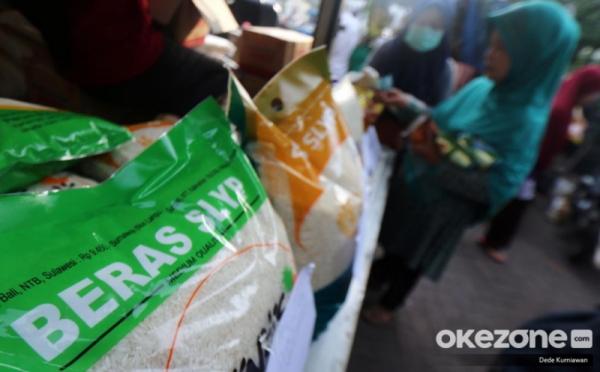 https: img.okezone.com content 2020 05 06 610 2209867 palembang-terima-bantuan-5-000-paket-sembako-dari-presiden-jokowi-obcBpInJ2E.jpg