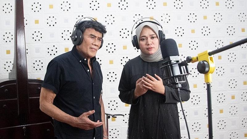 https: img.okezone.com content 2020 05 08 205 2211262 duet-dengan-rhoma-irama-anisa-rahman-sebuah-kehormatan-D874SAp9lJ.jpeg
