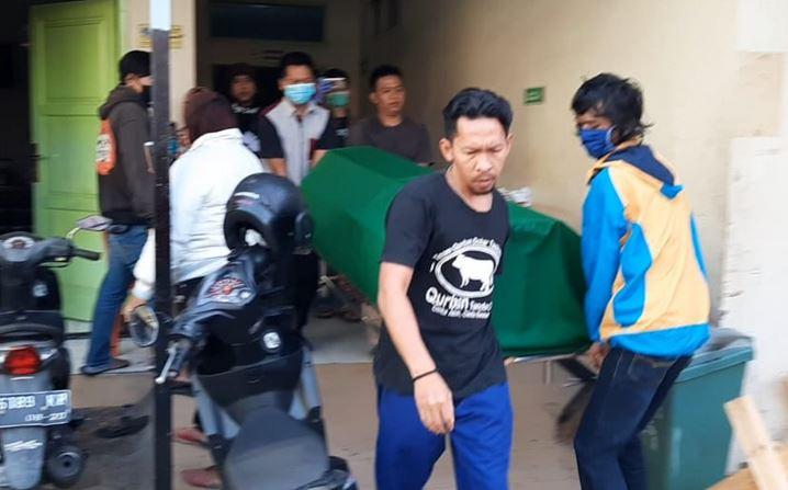 https: img.okezone.com content 2020 05 08 525 2210862 pemuda-di-tasikmalaya-tewas-usai-duel-dengan-teman-sendiri-cuXiamywMV.JPG