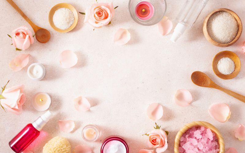 https: img.okezone.com content 2020 05 08 611 2211099 girls-ini-loh-manfaat-ekstrak-mawar-untuk-kulit-RAzg71c5qI.jpg
