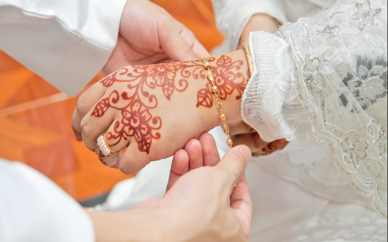 https: img.okezone.com content 2020 05 10 330 2211966 tausiyah-ramadhan-mencari-jalan-pernikahan-sakinah-74HtnwyNCc.png