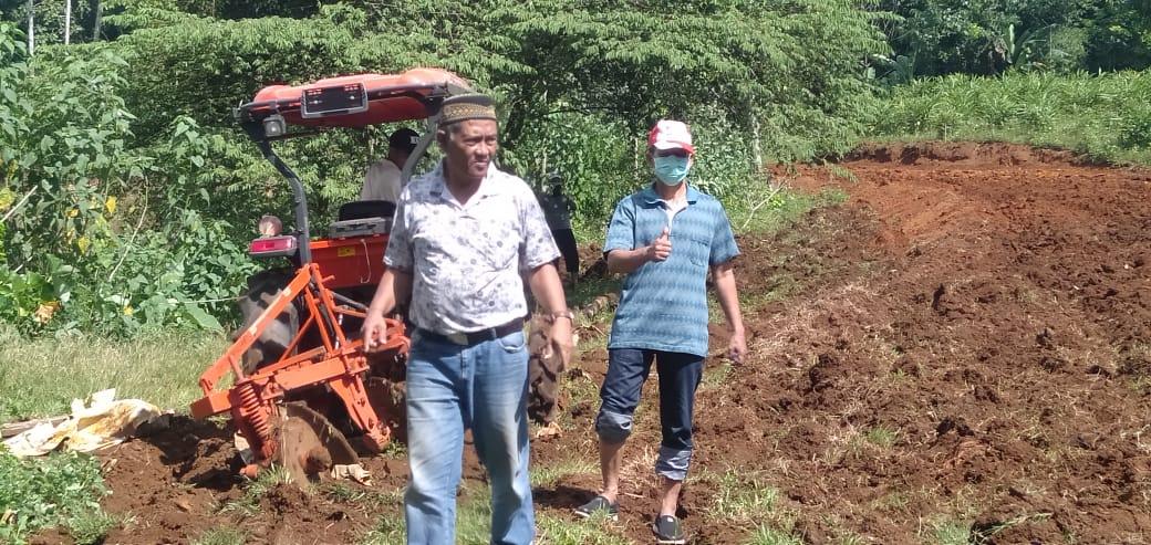 https: img.okezone.com content 2020 05 11 1 2212155 petani-maros-giatkan-on-farm-dengan-tanam-cabai-organik-Sv0zp0DJGQ.jpg