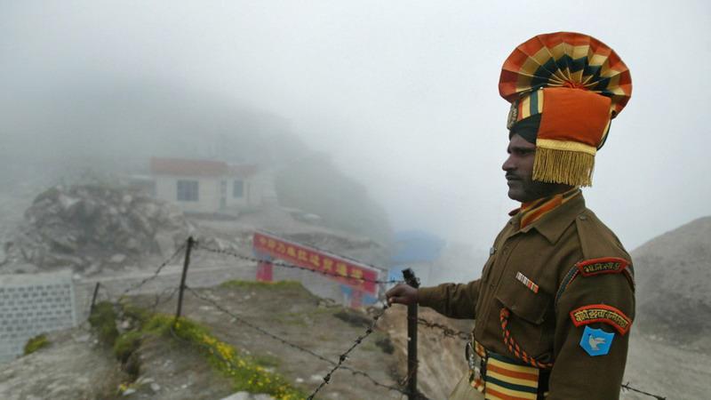 https: img.okezone.com content 2020 05 11 18 2212095 ratusan-tentara-china-dan-india-baku-hantam-di-perbatasan-belasan-luka-luka-isffdJiY5y.jpg