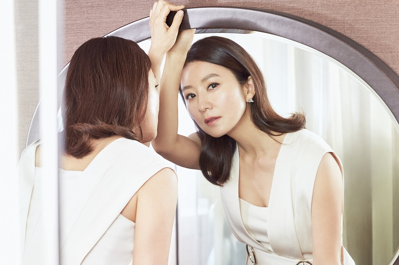 https: img.okezone.com content 2020 05 11 33 2212105 akting-ciamik-honor-aktris-the-world-of-the-married-kim-hee-ae-dinilai-terlalu-rendah-hgcobSPiey.jpg
