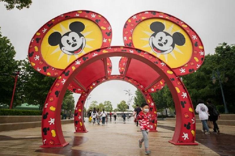 https: img.okezone.com content 2020 05 11 406 2212035 disneyland-shanghai-resmi-buka-kembali-5-aturan-ini-wajib-dipatuhi-pengunjung-u429Sxcfkl.jpg