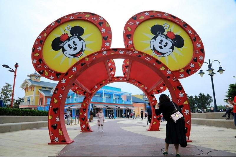 https: img.okezone.com content 2020 05 11 406 2212116 kembali-buka-tiket-disneyland-shanghai-ludes-dalam-hitungan-menit-7HnTMrQuZg.jpg