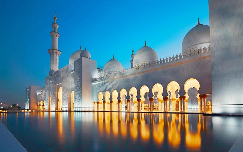 https: img.okezone.com content 2020 05 12 330 2212958 kelaparan-tradisi-berbagi-dan-kembali-ke-masjid-ThJ6w4PGGX.jpg