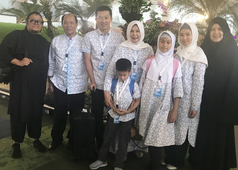 https: img.okezone.com content 2020 05 12 617 2212971 3-gaya-hijab-ami-gumelar-istri-legenda-bulutangkis-indonesia-taufik-hidayat-2YjHEp8oK2.jpg