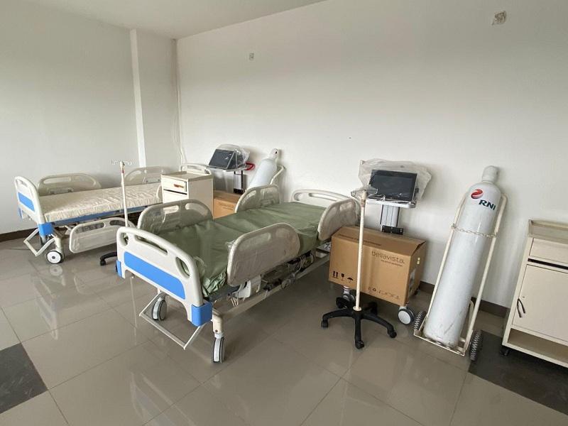 https: img.okezone.com content 2020 05 13 337 2213475 810-pasien-covid-19-dirawat-di-rs-darurat-wisma-atlet-fH3FWqVdMX.jpg