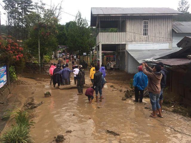 https: img.okezone.com content 2020 05 13 340 2213686 bpbd-terus-mendata-jumlah-korban-hingga-dampak-materiil-banjir-bandang-aceh-tengah-J23xudsV6K.jpg