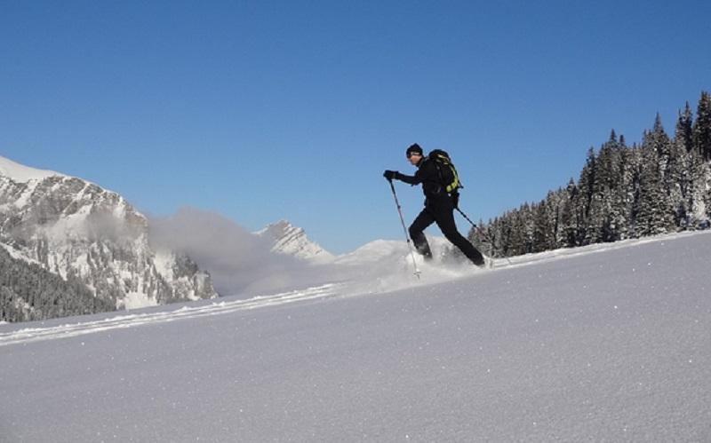 https: img.okezone.com content 2020 05 13 406 2213519 ini-4-permainan-dan-olahraga-salju-selain-ski-yang-bisa-kamu-coba-8fDN8ASk0w.jpg