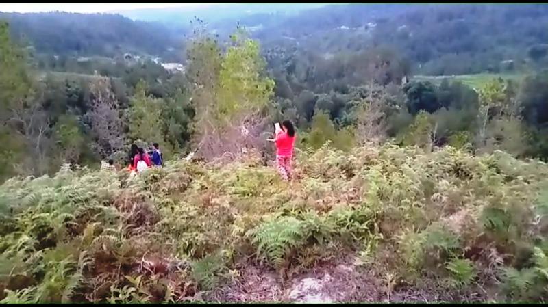 https: img.okezone.com content 2020 05 13 609 2213492 derita-siswa-di-desa-terpencil-naik-ke-puncak-bukit-demi-ikut-belajar-online-cAfvjpDlb9.jpg