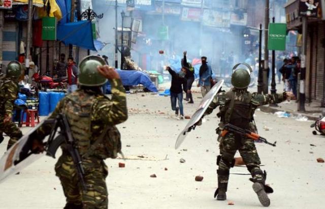 https: img.okezone.com content 2020 05 14 18 2213805 penembakan-pria-kashmir-picu-demo-anti-india-OsyNvxuGxl.jpg