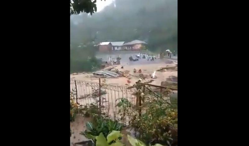 https: img.okezone.com content 2020 05 14 340 2213876 banjir-bandang-di-aceh-tengah-puluhan-rumah-rusak-berat-xGWrBBHMf4.jpg