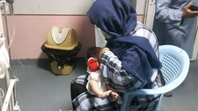 https: img.okezone.com content 2020 05 15 18 2214402 kisah-ibu-menyusui-bayi-bayi-yatim-korban-serangan-di-rs-bersalin-afghanistan-B93CB44yu0.jpg