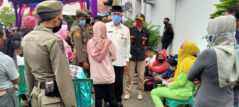 Walkot Padang Kesal Lantaran Pembagian Blt Di Kantor Pos Tidak Jaga Jarak Okezone News