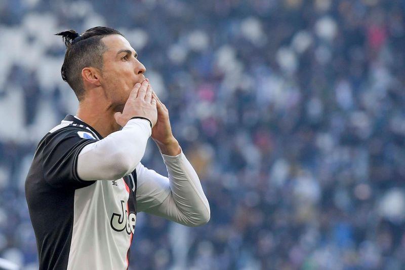 https: img.okezone.com content 2020 05 16 261 2215141 chiellini-nilai-ronaldo-menggila-saat-main-di-liga-champions-9kIL839M5b.jpg
